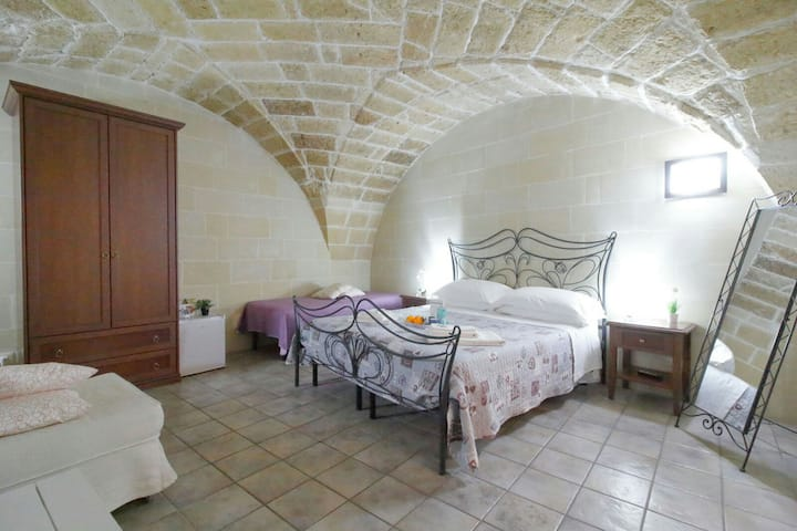 Camera ampia in centro storico con bagno privato!