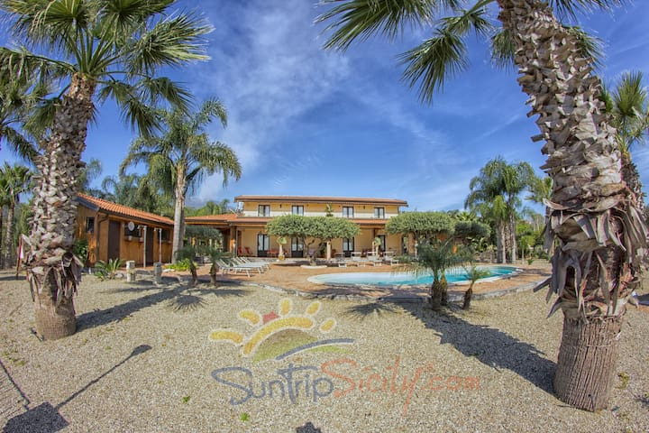 The front of AGRITURISMO ROSEMARINE -  SUNTRIPSICILY COM