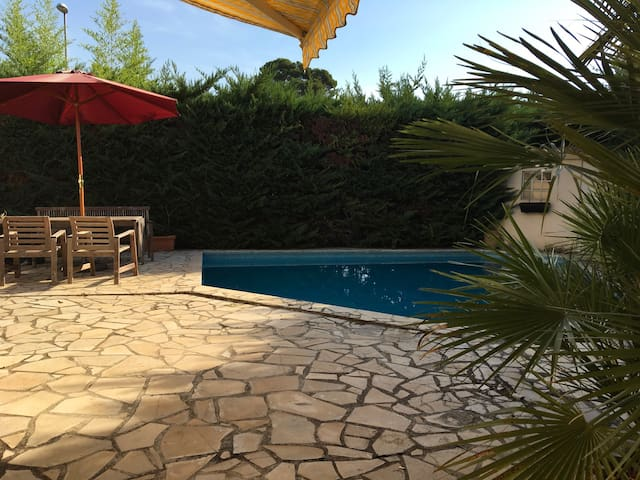 Private room with direct access & pool - Montpellier - Casa