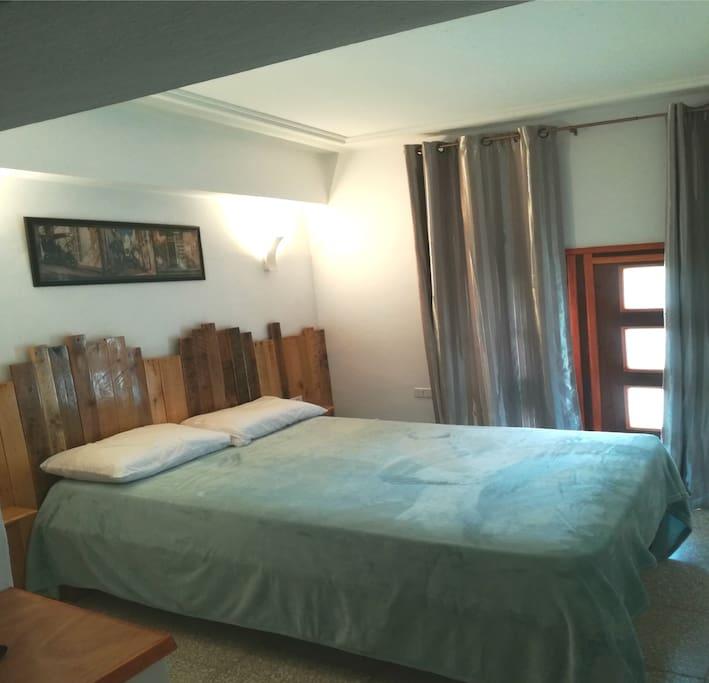 habitación triple cama matrimonio