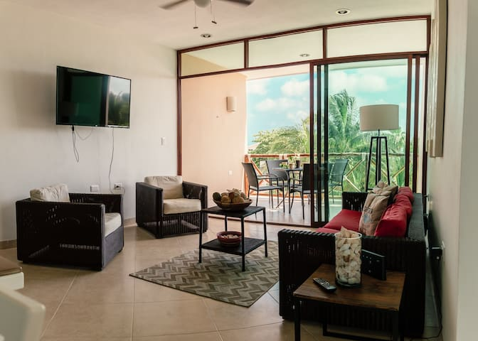 NEW Beautiful and modern unit, 200m from the beach