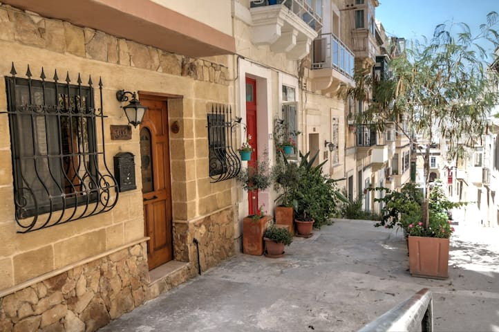 Cosy & clean townhouse in historical Senglea