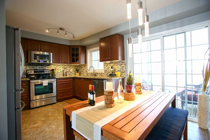3BD -Beautiful & Cozy LakeView Home - วิทบี - ทาวน์เฮาส์