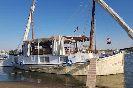 Beleef een nacht in de Nijl van Luxor