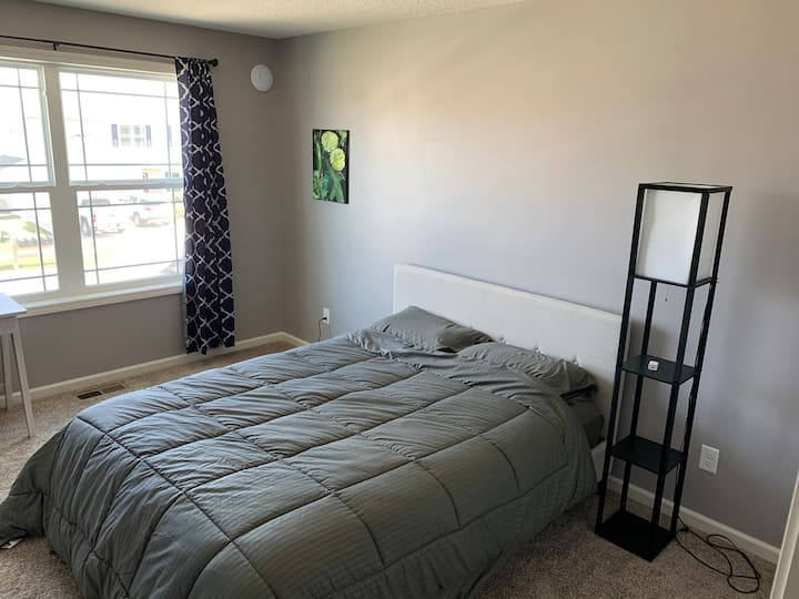 Private Bedroom/Bathroom near shopping & downtown
