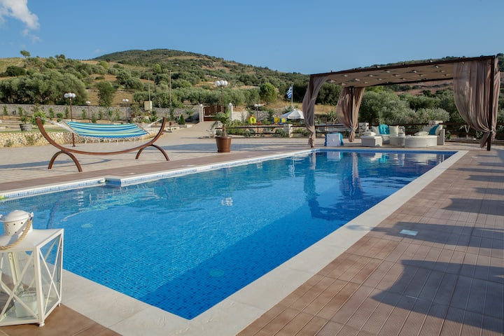 Piedra Villa 4 bedroom villa with private pool
