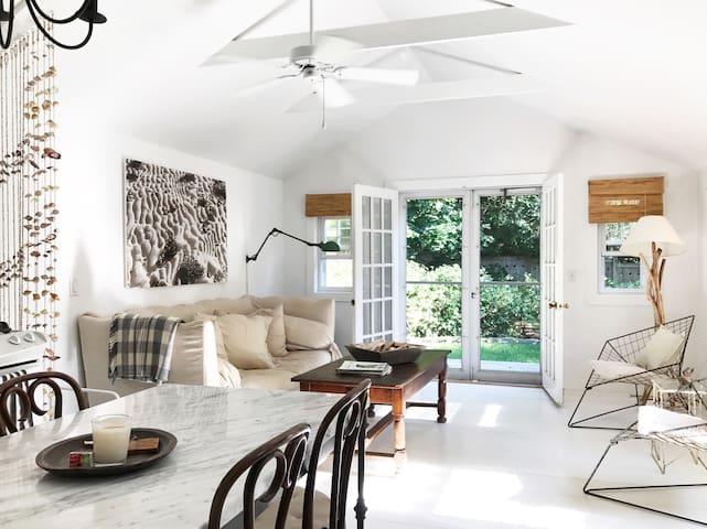 Modern, Light-Filled Hamptons Cottage