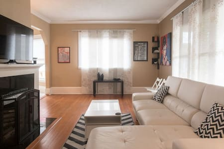 Great location. 2 BR. Close to DT. - Portland - Apartment