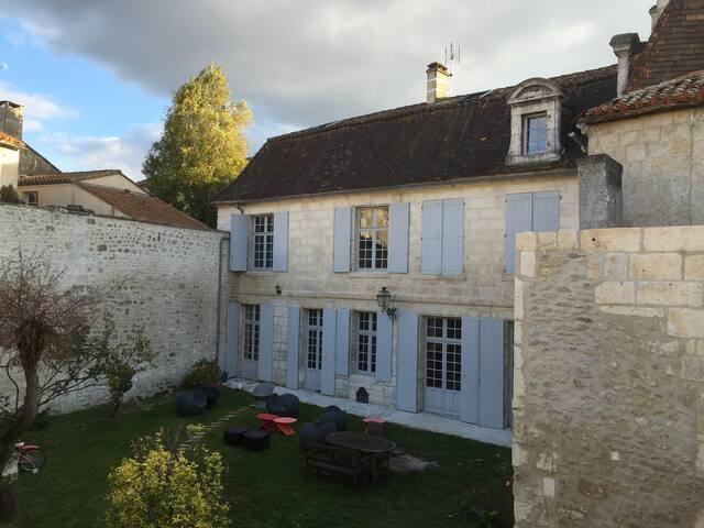 Hôtel particulier chambre lumineuse - Angoulême