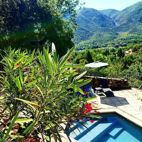 Private pool, stunning views, sleeps up to 4