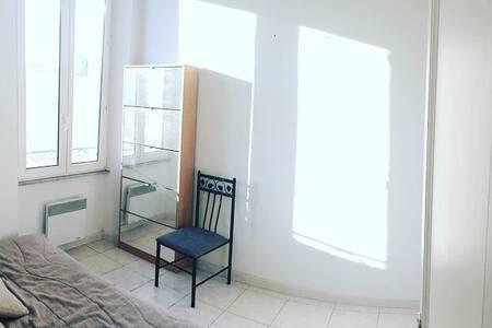 Jolie petite chambre - Cannes