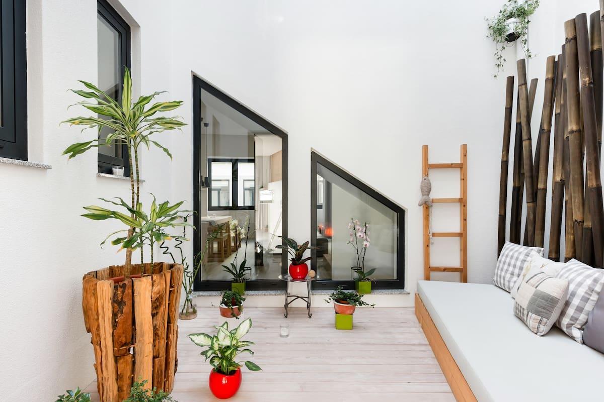 Retreat to a Stylish Concept House in Porto Center
