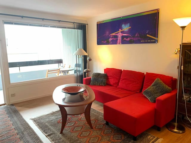 Newly renovated fully equipped 1 bedroom aptm 200 m from city Beach