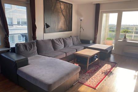 Chambre dans un appartement avec vue près du metro