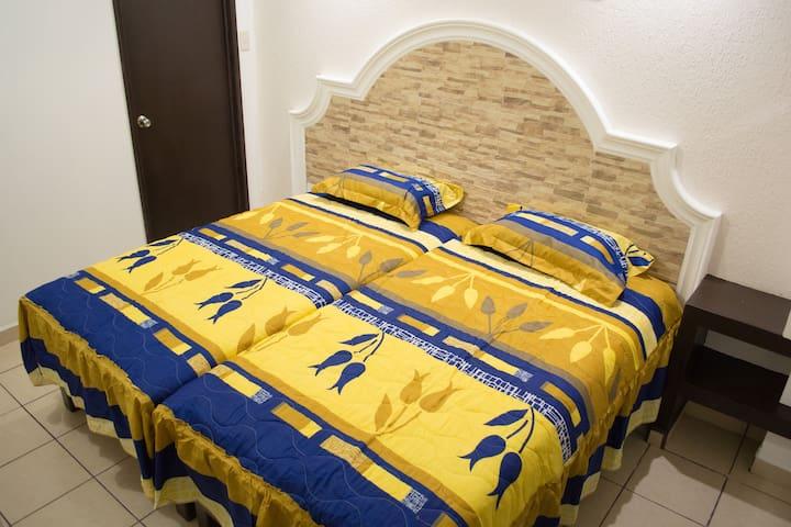 Contamos con habitaciones tipo hotel ya sea cama matrimonial o cama individual las cuales también se pueden juntar sin problemas. de espacio