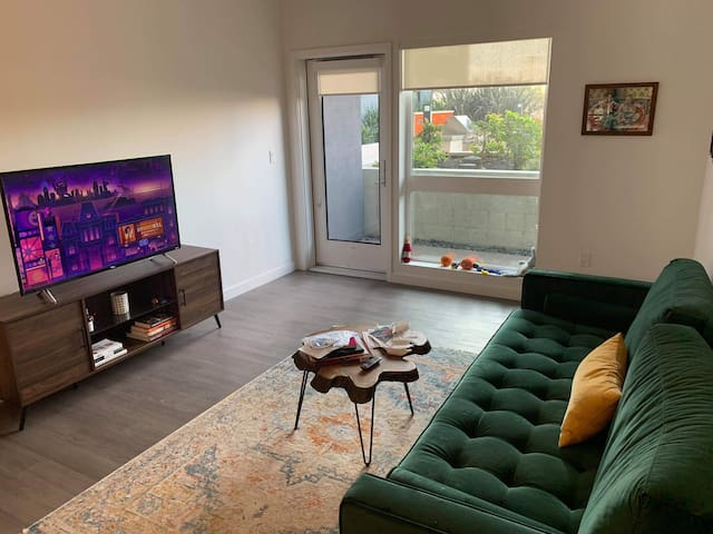 Full Apartment Uptown Oakland / 15 min to SF