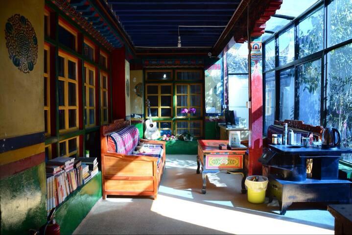 【古筑】一座藏式庭院的老房子 (大床房、双人间、三人间、四人间) 下单请先咨询,标价是四人间单床价格