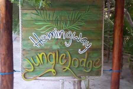 HEMINGWAYJUNGLE LODGES  jungle side - Tulum