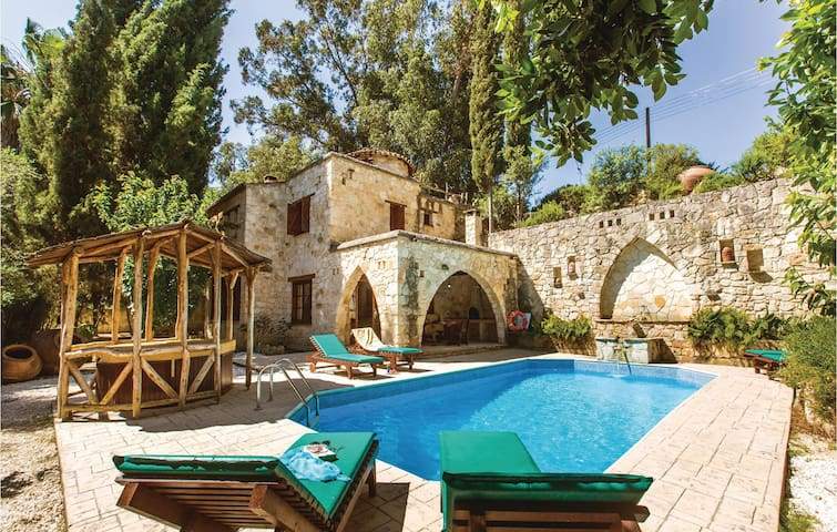 Holiday cottage with 3 bedrooms on 160m² in Miliou Paphos