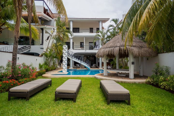 DESIGNER CELEBRITY MANSION PRIVATE POOL HOTEL ZONE