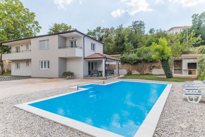 Five Bedroom Holiday Home with Pool Antonela