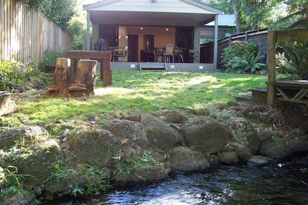 Rivers Edge Buxton - a tranquil river hideaway.