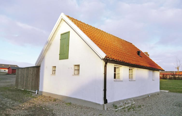 Holiday cottage with 2 bedrooms on 50m² in Tomelilla