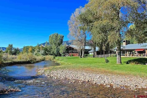 Private Bed/Bath on Beautiful 8 Acre Property