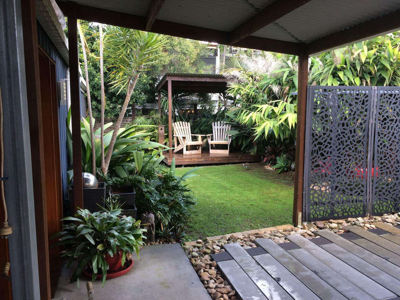 Tranquil Garden Retreat. Enjoy your morning with a coffee and the morning sun on your face, with the sound of the birds in the trees. This little area gives you a relaxed chill out space that brings you back to nature.