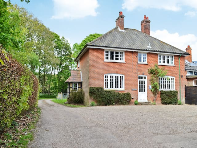 Hall Cottage (UKC1932)