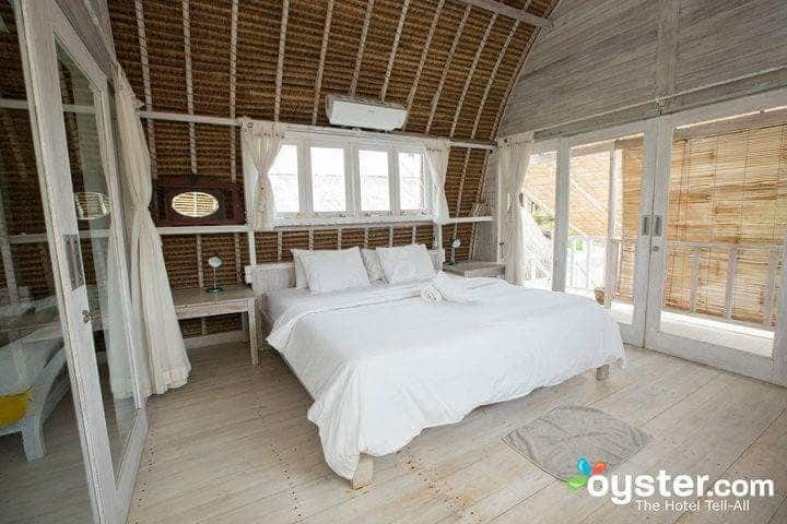 Ocean Front Surf Hut with FULL KITCHEN