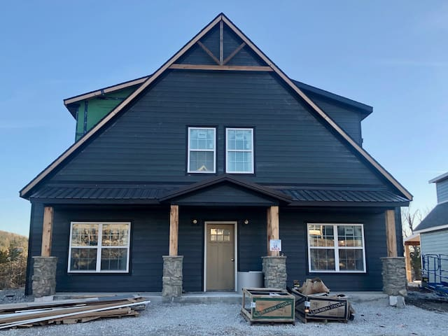 Branson Oasis (entire home) with lake front views