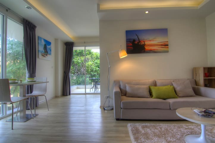 The Bleu **** Luxury 1 bedroom