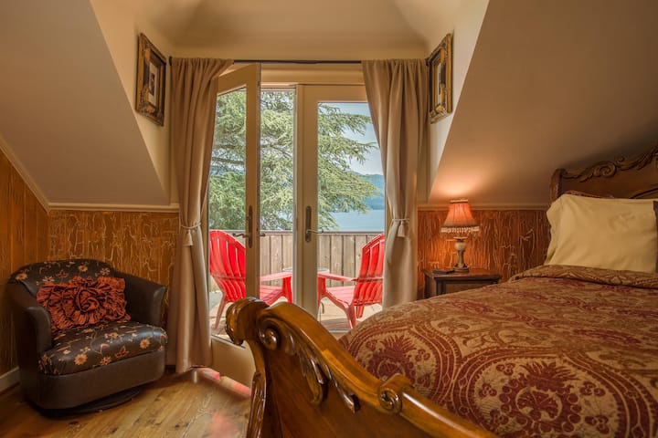 View-With-A-Room - Queen Bed