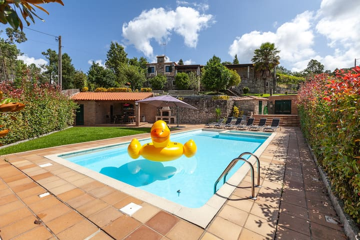 Charming country house with private pool in Aldreu