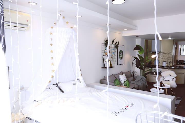 Room② 【云七】近五四广场、灯光秀、八大关、万象城阳光舒适大床房