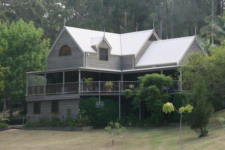 5 bedroom resort style executive tropical home. - Lilli Pilli - บ้าน