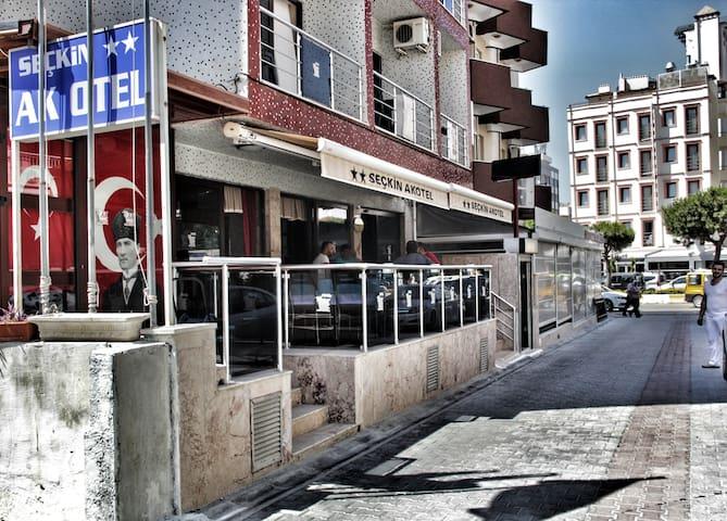 Güzel Kuşadamızın Aile Oteli; 'Seçkin Ak Otel'