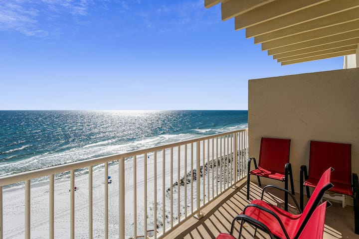 Beach Front Condo w Free Beach Chairs and Umbrella