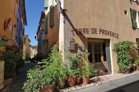 Chambre dans une maison de village Mouans-Sartoux - Mouans-Sartoux - Huis