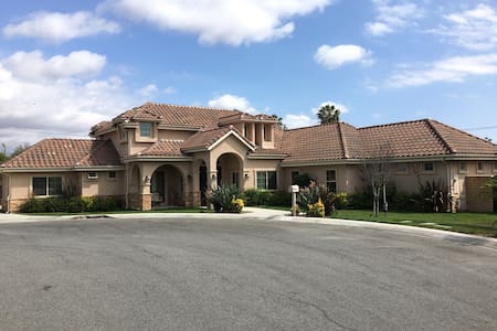 Beautiful Orange County Home - North Tustin - Дом