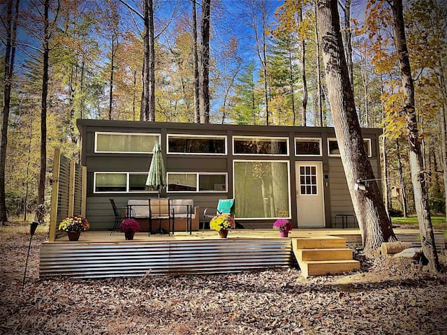 Tinyhouse in the woods on the water UNPLUG lgbtq❤️