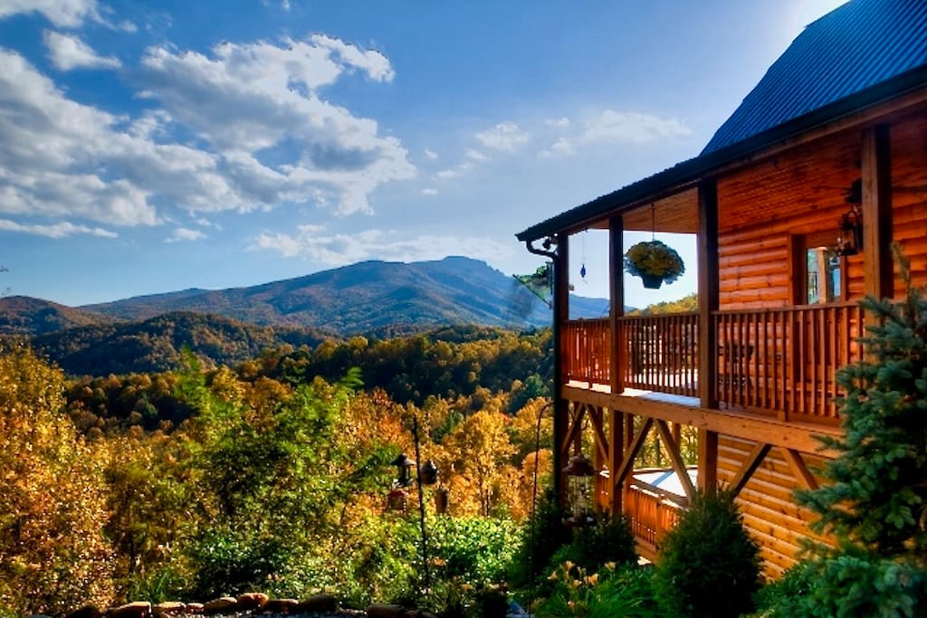 Cozy log cabin w pristine view of grandfather mnt for Banner elk home builders