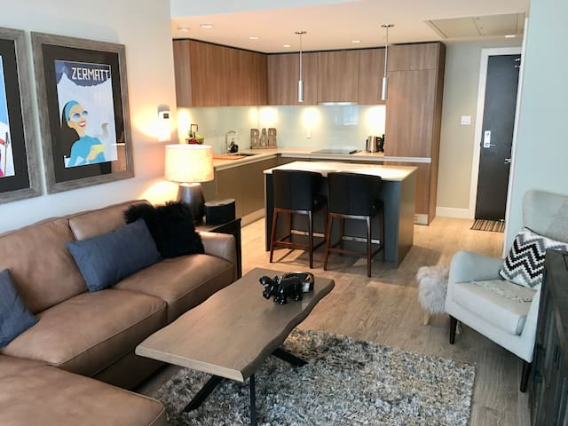 Outstanding 5⭐️ 1 BR Condo@Stampede Park/BMO Ctre