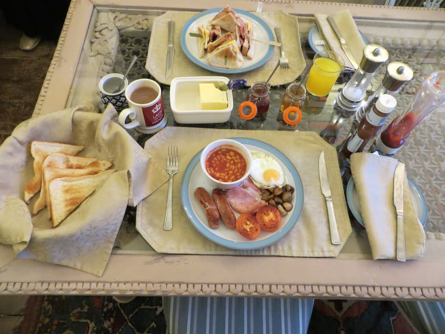 Our full English and Club Breakfast options. Vegetarian and Vegan options are welcomed.