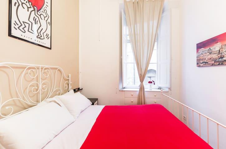 bedroom (bed  160x200 cm)