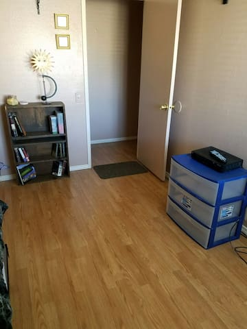 Quiet bedroom with single bed - San Diego - Ev