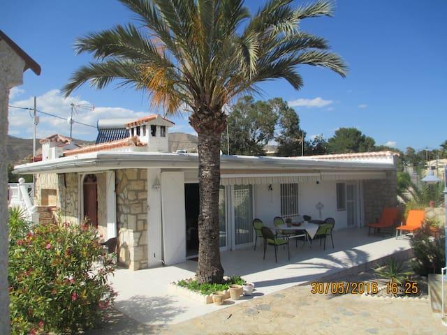 Pretty casa by the sea w/big garden - El Campello - Talo