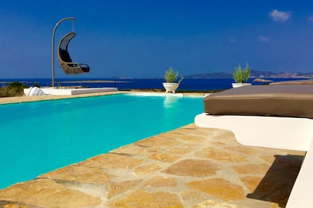 Luxury villa with pool and sea view - Αλυκή - วิลล่า