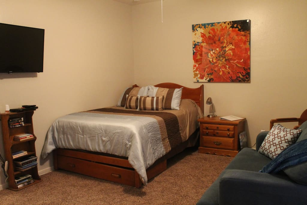 Full Bed, Love Seat, Smart TV